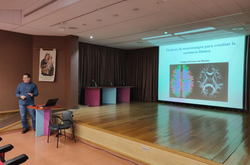 Presentació d'Erick Canales a les Sessions Clíniques de Benito Menni